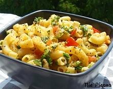 Pomysł na szybki obiad w domu, lub do pracy. Makaron z czosnkiem, oliwą i pie...