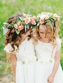 Flower girls czyli druhenki na Waszym ślubie :)  fot. Mango Studios  Więcej na blogu Madame Allure!
