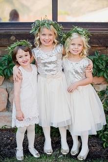 Flower girls czyli druhenki na Waszym ślubie :)  fot. Eliza J. Photography  Więcej na blogu Madame Allure!