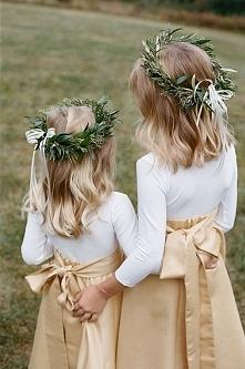 Flower girls czyli druhenki na Waszym ślubie :)  fot. Sarah Jane Winter  Więcej na blogu Madame Allure!