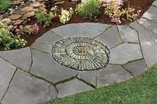 Kamienna mozaika ścieżka.