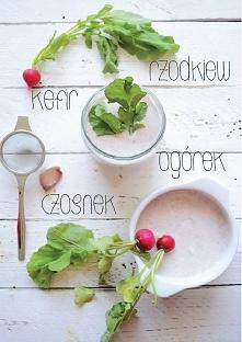 Nastała letnia pora, dlatego warto przygotować lekkie danie na zimno, czyli chłodnik z rzodkiewką i ogórkiem. Jest to prosta, szybka w przygotowaniu przystawka, którą w łatwy sp...