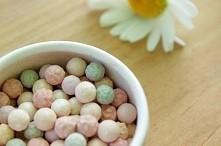 Naturalne kuleczki rozświetlajace Couleur Caramel. Dowiedz się więcej na couleurcaramel.pl