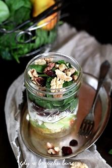 Sałatka ze świeżego szpinaku, jabłka i awokado