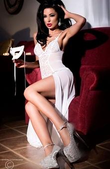 Chilirose CR-3470 komplet biały Kobieca długa koszulka nocna, wykonana z miękkiego i elastycznego tiulu, doskonale dopasowuje się do sylwetki