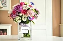 Pomysł na dekorację ślubną/ upominek. Minimalistyczny wazon, pasuje do każdej aranżacji.