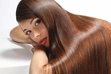Po umyciu płuczemy włosy piwem. Usztywni je ono w sposób naturalny,a zapach zniknie w czasie suszenia.