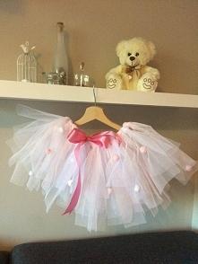 Ostatnio wykonałam spódniczkę dla mojej siostrzenicy:D co sądzicie o niej? Mi się bardzo podoba:) w stylu małej Baletnicy <3 Bardzo lubię robić takie rzeczy. Wykonuję też pos...
