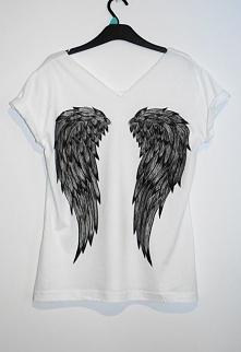 Skrzydła na białej koszulce :)