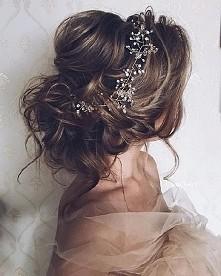 wczepka do włosów na ślub? fajny sposób na urozmaicenie skromnej fryzury. można wpiąć na dwa sposoby, w upięte jak i w rozpuszczone ;)