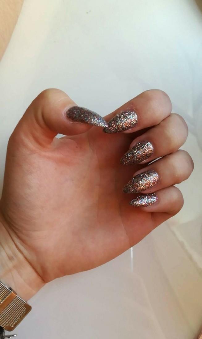Co myślicie o świecących paznokciach??
