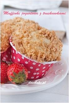 Jogurtowe muffinki z truskawkami i kruszonką
