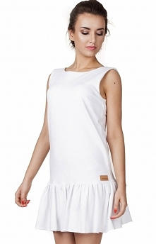 Madnezz MAD130 sukienka biała Urokliwa sukienka, krój a'la litera A, kobieca falbana na dole