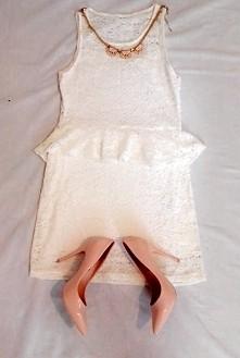 Sprzedam koronkową białą sukieneczke ❤