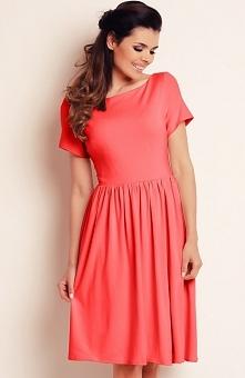Awama A141 sukienka koralowa Elegancka sukienka, prosty krój, krótki rękaw