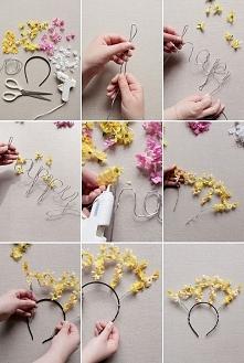 opaska z kwiatowym napisem
