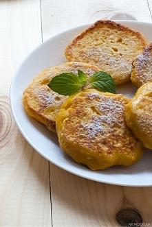 Placki twarogowo-marchewkowe Składniki (na 10 sztuk): 250 g twarogu chudego 2 średnie młode marchewki 2 średnich jajka 6 łyżek mąki owsianej (kukurydzianej, żytniej, pszennej, k...