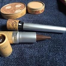 Na pewno słyszałyście o obecnym trendzie rozmytego eyelinera !? Perfekcyjne kreski zastępujemy tymi rozmazanymi przy użyciu miękkiej kredki czy eyelinera w kremie. Mamy do tego ...