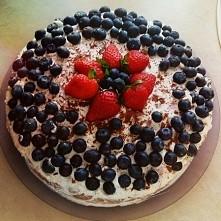 tort borowkowo- truskawkowy...