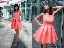 Stylowa rozkloszowana sukienka z kieszeniami o wytłaczanym wzorze rombów w bardzo modnym w tym sezonie kolorze neonowego różu