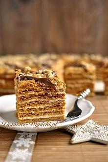 """Ciasto """"Marlenka"""" Składniki: Ciasto miodowe: 600g mąki pszennej 120g masła 3 łyżki płynnego miodu 250g cukru pudru 1 łyżka sody oczyszczonej 1 łyżka octu 2 jajka Masa ..."""