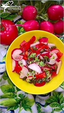 Zdrowa czerwono-zielona sałatka z pestkami dyni Przepis po kliknięciu w zdjęcie