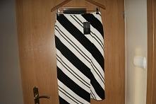 spódnica asymetryczna czarno biała pasy R.M /38 nietypowa spódnica asymetryczna  Zara.