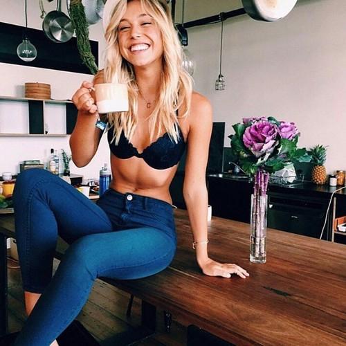 Witam, jestem tu nowa i postanowiłam zacząć  swoją przygodę ze zdrowym odżywianiem po wielu nieudanych próbach. Jest tu ktoś kto mógłby mi pomóc lub też się dołączyć ? :)