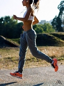 Dziewczyny ! jak tam przygotowanie do wakacji ? :-) ja codziennie rano biegam, taki jogging idealnie nadaje się na rozpoczęcie dnia <3 więcej o byciu rannym ptaszkiem na blog...