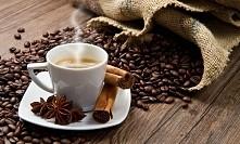 Kawa pachnąca Indiami  Składniki: 1 cm kory cynamonowca lub spora szczypta tartego cynamonu, 3 goździki, 4 owoce zielonego kardamonu, 1/5 laski wanilii, 1/2 gwiazdki anyżu, 4 ły...