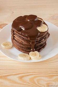 Pełnoziarniste placki kakaowe z serka wiejskiego Składniki (10 dużych placków): 200 g serka wiejskiego 2 jajka 6 czubatych łyżek mąki pszennej pełnoziarnistej 1 łyżka miodu 1 ły...
