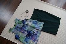 spódnica ołówkowa butelkowa zieleń, dotego bluzka w odcieniach zieleni i nieb...