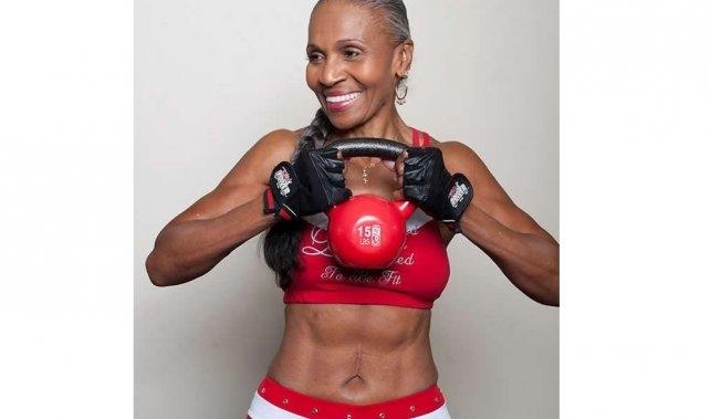 Najsprawniejsza 80 latka na świecie Motywująca historia kobiety która rozpoczęła treningi w wieku 56 lat i została znanym sportowcem! Nawet w wieku 80 lat nadal trenuje siłowo i biega.  *** LepszyTrener.pl najlepsi trenerzy i instruktorzy sportowi w Twoim mieście