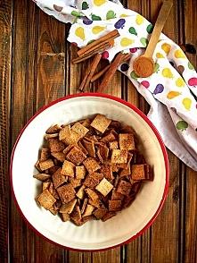 ,, Płatki cynamonowe- Domowe Cini Minis ok 320 g płatków  składniki: - 100 g mąki pszennej - 60 g mąki pełnoziarnistej - 90 g zimnego masła - 1 łyżeczka cynamonu - 2 łyżki śmiet...