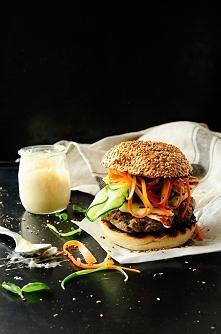 hamburgery wołowe z grillowanym halloumi
