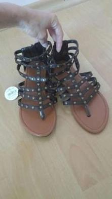 Nowe sandałki gladiatorki rozmiatr 37, tylko 15 zł. Więcej informacji-klik w zdjęcie