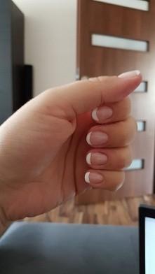 paznokcie hybrydowe- french