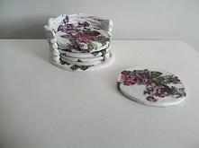 Komplet podkładek pod kubki ozdobione fioletowymi różami Ktoś chętny ??
