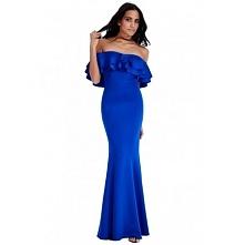 Kobaltowa długa sukienka z falbaną odsłonięte ramiona