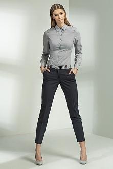 Klasyczne eleganckie spodnie z nogawkami zwężanymi ku dołowi o długości 7/8. ...