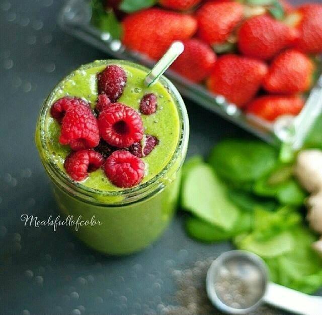 Najzdrowszy koktajl na świecie – Bomba witaminowa, oczyszczająca organizm  Skład : - 2 Kiwi - pół Avocado - garść Malin lub Truskawek  - pół Banana - pół cytryny  Wszystko dokładnie zblendować, na koniec wcisnąć sok z cytryny.  Połączenie powyższych owoców, dostarczy organizmmowi niezbędnych witamin , minerałów, antyutleniaczy oraz zdrowych tłuszczy omega-3. Bogactwo Magnezu, witaminy C i zdrowych tłuszczy.