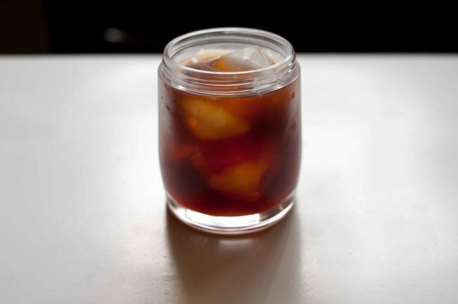 Kawa parzona na zimno z pomarańczą i kardamonem: kliknij obrazek, aby przeczytać przepis na kawa.pl