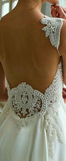 Piękny tył sukni<33