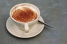 Biała kawa z aromatycznymi ...