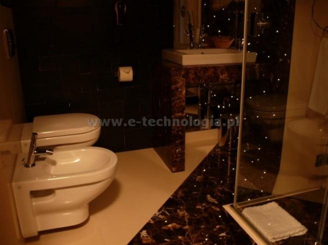 Jakie ozdoby do łazienki - pomysł na łazienkę - wystrój łazienek małych - aranżacja łazienki - dekoracja łazienek galeria - dekoracje do łazienki cena - piękna łazienka  e-technologia.pl