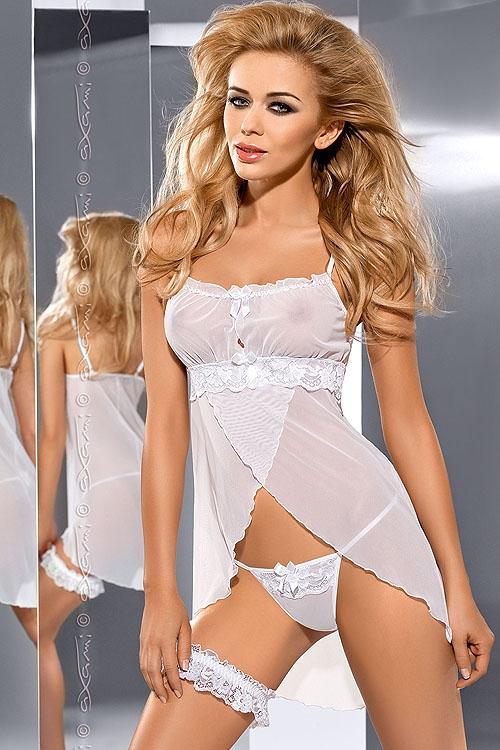 Romantyczna i kokieteryjna koszulka V-5319 Hug Me uwiedzie Cię intrygującym krojem i delikatnością białego tiulu. Pozwól sobie na odrobinę ekstrawagancji i odkryj prawdziwą pieszczotę dla zmysłów! W komplecie ze stringami.  Sklep Allattante.pl Bielizna damska