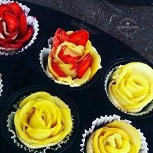 Jabłkowe różyczki z ciasta francuskiego