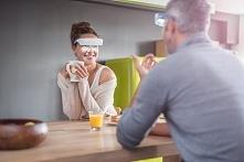 LUMINETTE to okulary do światłoterapii, wyposażone w unikalny system optyczny oparty na belgijskich badaniach naukowych. Okulary Luminette dostarczą Ci światło, którego potrzebu...