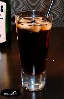 Martin Luther King  Składniki: 30 ml wódki 30 ml ginu cola  Przygotowanie: Gin i wódkę wytrząsać w shakerze, wlać na lód, dopełnić colą.