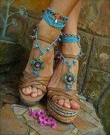 stopy w stylu Boho